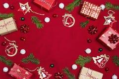 圣诞节结构的礼物和装饰与拷贝空间f 免版税库存图片