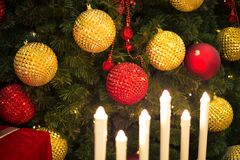 圣诞节背景五颜六色的树 图库摄影