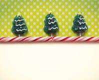 圣诞节背景用糖果 免版税库存照片