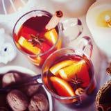 圣诞节背景用被仔细考虑的酒 库存图片