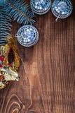 圣诞节背景镜子迪斯科球和carnaval面具分支 库存图片