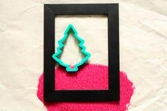 圣诞节背景,一棵圣诞树的形状在框架的 免版税库存照片
