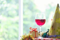 圣诞节背景,假日反对美丽的激情鸡尾酒 图库摄影