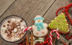 圣诞节背景,构成 云杉的分支,姜饼 免版税库存照片