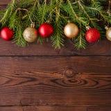 圣诞节背景 杉树分支,红色和金子圣诞节ba 免版税图库摄影