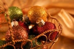 圣诞节色的多装饰品 免版税图库摄影