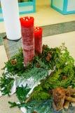 圣诞节花圈和蜡烛 免版税库存照片