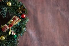 圣诞节花圈在木背景中 库存照片