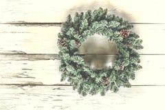 圣诞节花圈,装饰,假日,古董,木背景,门,贺卡 复制空间 库存图片
