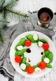 圣诞节花圈caprese沙拉 库存图片