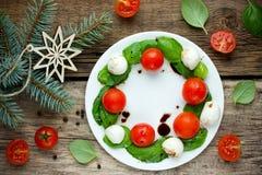 圣诞节花圈caprese沙拉 免版税库存图片
