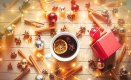 圣诞节茶和神仙ligths临近箱子 库存照片
