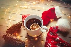 圣诞节茶和神仙ligths 库存照片