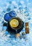 圣诞节茶用柠檬和装饰 库存图片