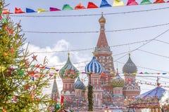 圣诞节莫斯科 圣蓬蒿` s大教堂的看法红色平方的 库存图片