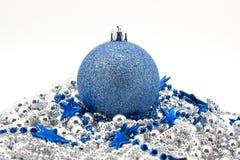 圣诞节蓝色冷杉木玩具 免版税库存照片