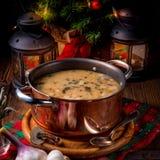 圣诞节蘑菇核桃汤 免版税库存图片