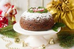 圣诞节蛋糕或布丁在欢乐装饰 库存照片