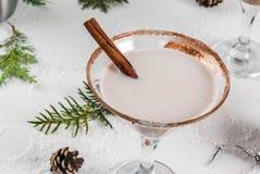 圣诞节蛋黄乳马蒂尼鸡尾酒鸡尾酒 库存图片