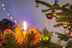圣诞节蜡烛和树光 免版税图库摄影