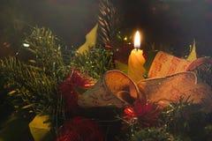 圣诞节蜡烛和树光 免版税库存图片