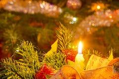 圣诞节蜡烛和树光 免版税库存照片