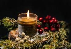 圣诞节蜡烛在黑背景的装饰杜松 图库摄影