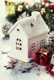 圣诞节蜡烛房子 免版税图库摄影