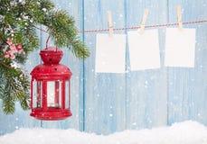圣诞节蜡烛灯笼和照片框架 免版税库存图片