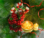 圣诞节蜡烛用糖果棍子 免版税库存图片