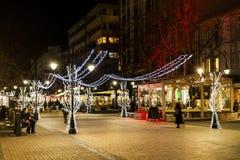 圣诞节街道装饰在晚上 库存照片