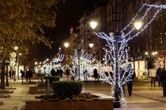 圣诞节街道装饰在晚上 图库摄影