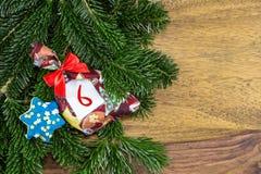 圣诞节袋子和一个蓝星 免版税库存图片