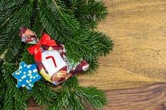 圣诞节袋子和一个蓝星 免版税库存照片