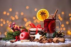 圣诞节被仔细考虑的酒 免版税库存图片