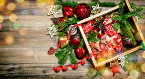 圣诞节装饰、光、玩具和装饰品 免版税库存图片