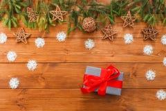 圣诞节装饰、礼物盒和诗歌选构筑背景 库存图片