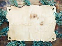 圣诞节装饰、纸张和云杉的分行 库存照片