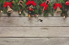 圣诞节装饰、装饰品和诗歌选构筑背景 免版税库存图片