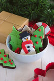 圣诞节装饰了在小碗的曲奇饼 库存图片