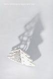 圣诞节装饰了快活的影子结构树 库存图片