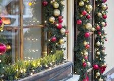 圣诞节装饰了木窗口冬时 库存照片