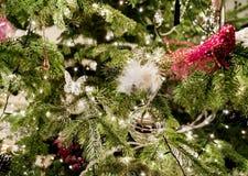 圣诞节装饰了玩具结构树 库存图片