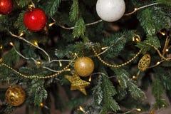 圣诞节装饰了结构树 免版税库存图片