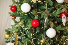 圣诞节装饰了结构树 免版税库存照片
