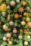 圣诞节装饰了装饰品结构树 图库摄影