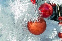 圣诞节装饰了结构树 免版税图库摄影
