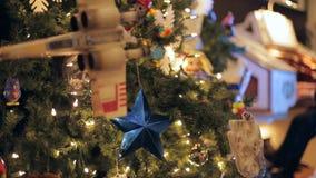 圣诞节装饰了结构树 股票视频