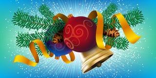 圣诞节装饰元素设计、现实新年树假日装饰与圣诞节球,金铃和红色丝带 免版税图库摄影