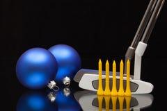 圣诞节装饰和两根高尔夫球轻击棒 图库摄影